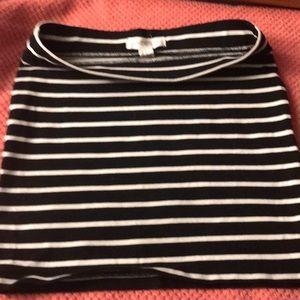 Short black and white skirt